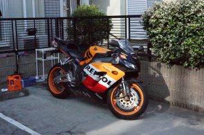 おなじみのオレンジ色バイク