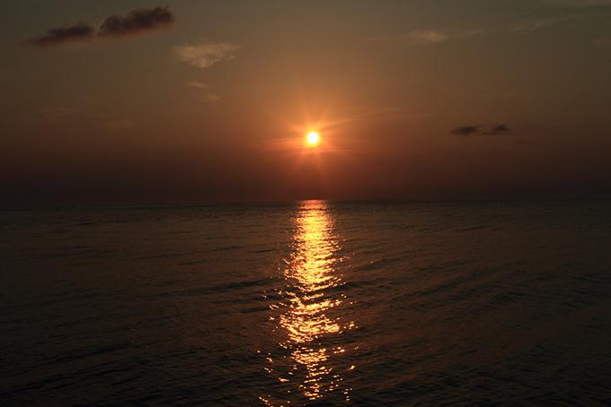 船からみえた朝日